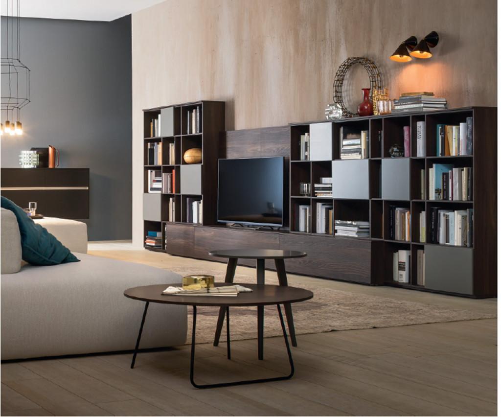 Salotti classici in legno amazing divani classici per for Soggiorni per disabili